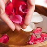 Применение и преимущества розовой воды для вашей кожи